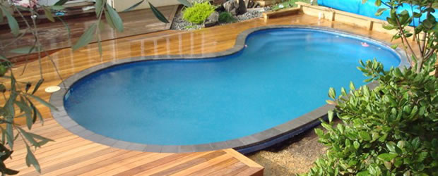 Pool deck salon habitat al s for Salon habitat nimes